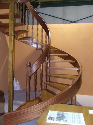 Escaleras de madera escaleras en curva o helicoidales - Pasamanos de madera para escaleras ...