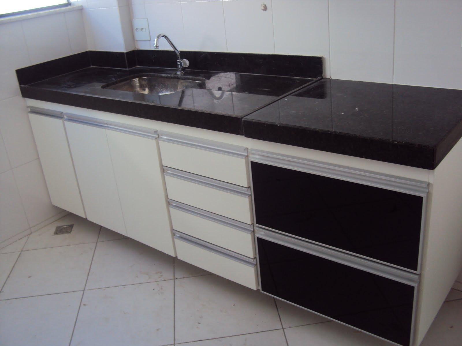Klaus Armários Sua casa Seu estilo  Cozinha com Puxador G e portas de alumin -> Armario De Banheiro Com Puxador Embutido