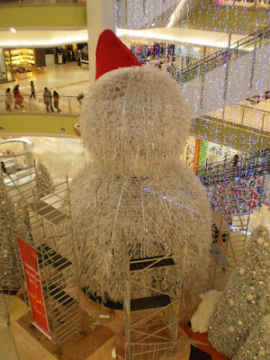 Huge Snow Man built by Recycle Material in Jusco Melaka