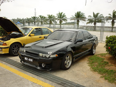 Nissan Cefiro A31 in black