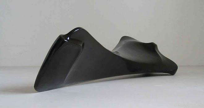 forma č.III. 2004, sádra, barva, šelak, 62x23x18cm