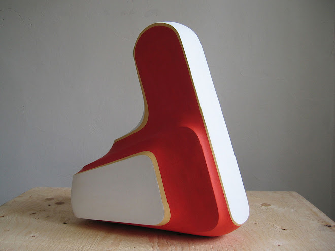 uzavřená-forma-č.V.--2004-05,sádra,akryl,48x28x52cm