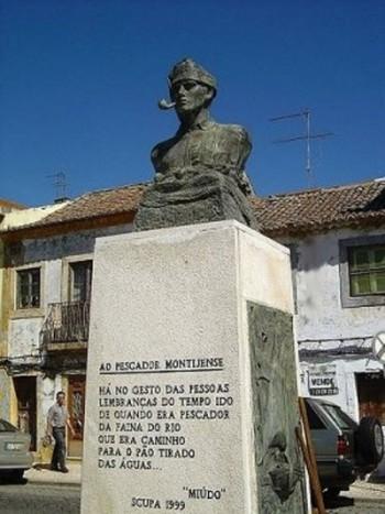 Monumento de Homenagem ao Pescador Montijense