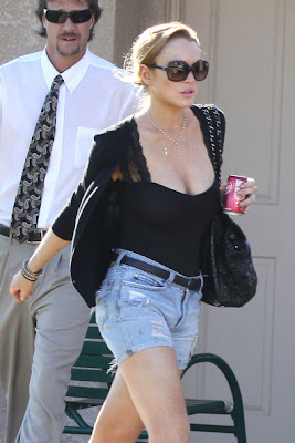 Lindsay Lohan Chest That Pops In Skinny Legs