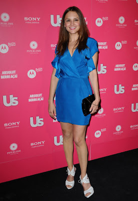 Rachael Leigh Cook Lovely In Sunset Blue Style