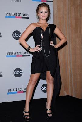 Demi Lovato Looks Elegant In One Shoulder Dress