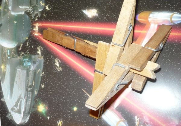 X- Wing Fighter hecho con pinzas de tender la ropa - 1