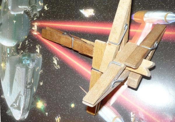 X- Wing Fighter hecho con pinzas de tender la ropa - 1