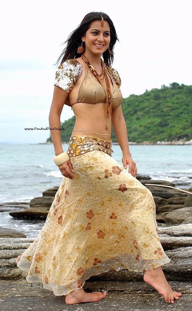 [www.FunAndFunOnly.in+-+Shraddha+Arya2.jpg]