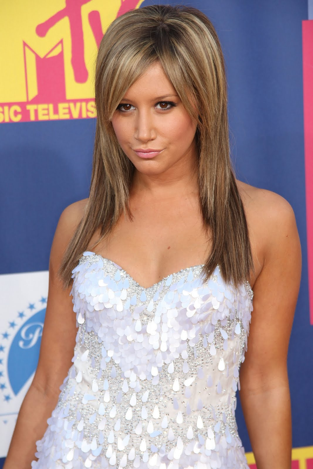 http://1.bp.blogspot.com/_MCy6UZ3NI5M/S-yNghh0i_I/AAAAAAAAKWQ/XMk0d3Am9rE/s1600/35452-ashley-tisdale-2008-mtv-video-music-awards-a.jpg