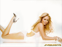 Laura Vandervoort Sexy photo shoot