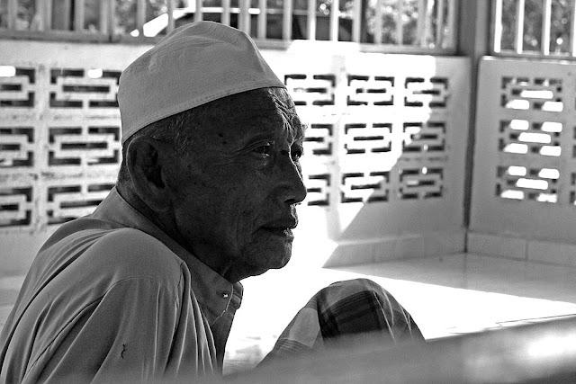Atuk at Sawah Sempadan's Mosque