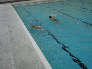 nadando en pareja