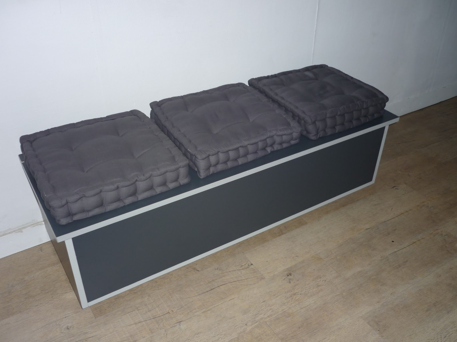 fabriquer une banquette en bois maison design. Black Bedroom Furniture Sets. Home Design Ideas
