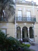 La fachada de la escuela