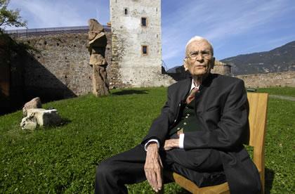 All'età di 96 anni, è morto nella notte tra lunedì e martedì, all'ospedale San Maurizio di Bolzano, dove era stato ricoverato alcuni giorni fa, Silvius Magnago, ex esponente della SVP e considerato il padre storico dell'autonomia altoatesina.