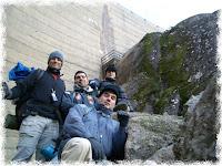 No fundinho da barragem a foto para a posteridade