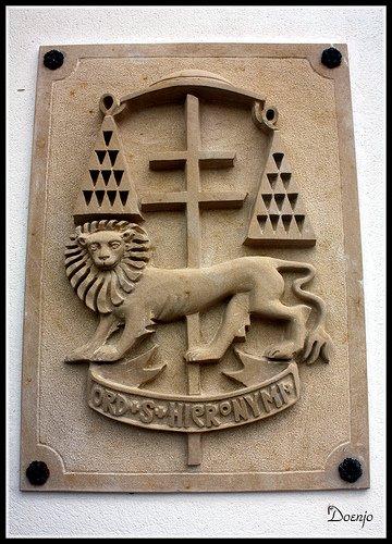 Escudo en la entrada del Convento