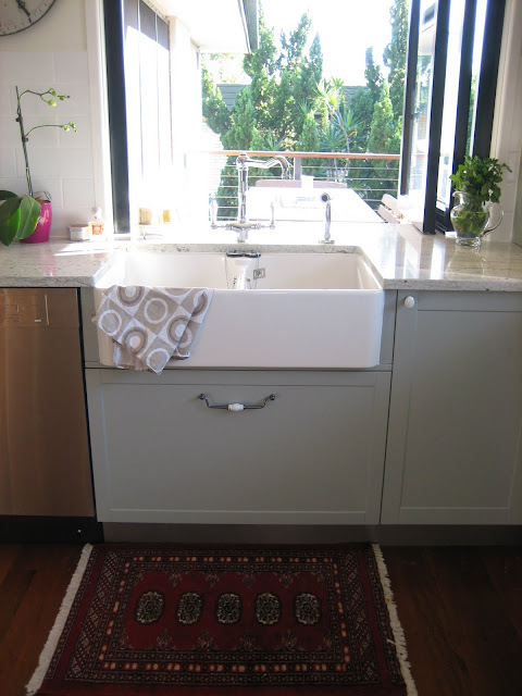 Grey cabinetry and Villeroy & Boch farmhouse sink via @natashainozblog