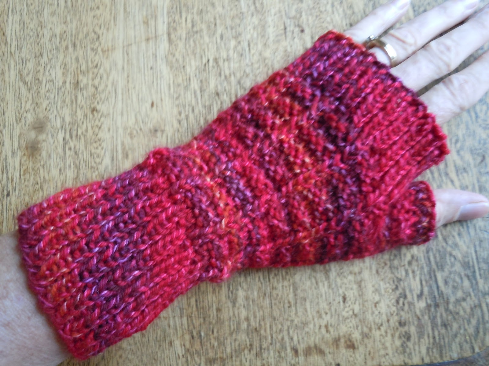 Free Fingerless Mittens Knitting Pattern : Mountain Colors Hand Painted Yarns: Free Pattern of the Week- Sailors Ri...