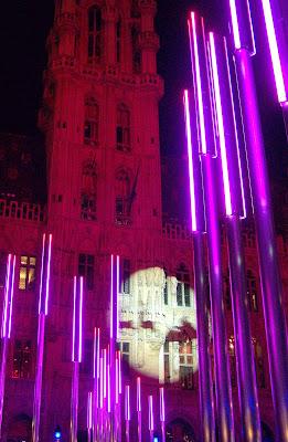 gran plaza con luz de papa noel