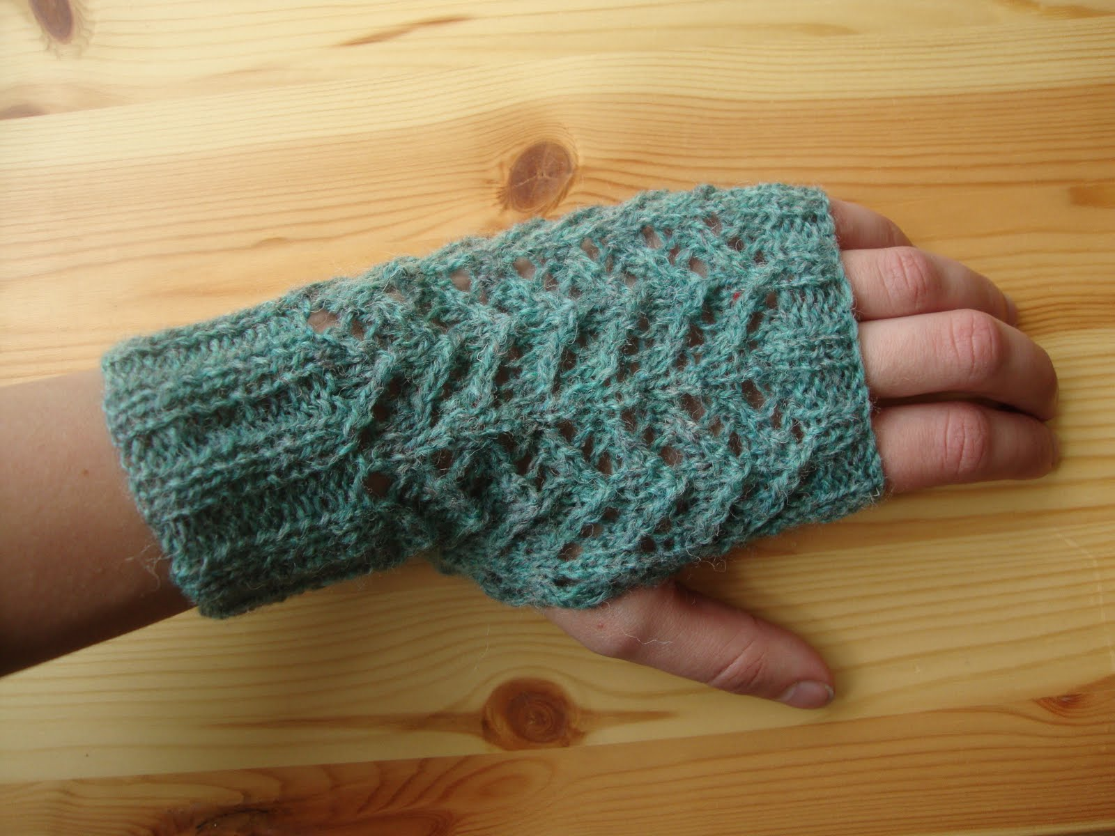 One-Skein Fingerless Lace Gloves Pattern - Knitting Patterns and