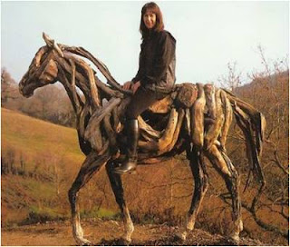 Heather Jansch em cima dum cavalo