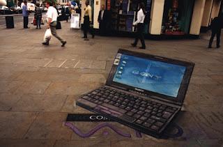 Desenho computador portátil - Desenhos tridimensionais na calçada - Giz - Julian Beever