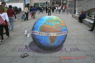 Desenho globo terrestre - Desenhos tridimensionais na calçada - Giz - Julian Beever
