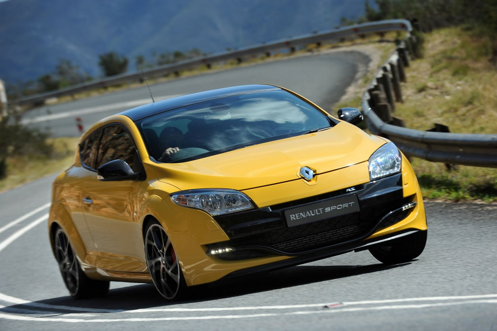in4ride feverish renault megane rs tops hot hatch pile. Black Bedroom Furniture Sets. Home Design Ideas
