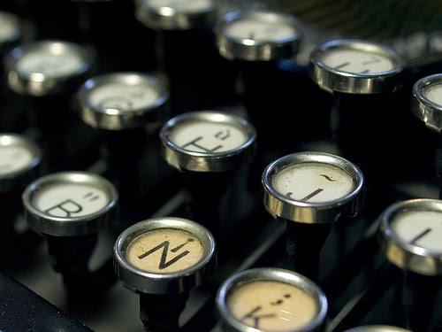 http://1.bp.blogspot.com/_MTMW0wRxmLE/THn_t_PuLhI/AAAAAAAAApQ/Pq6U97ybb9U/s1600/Adolfo+Vasquez+Rocca+Escritura+typewriter_keys.jpg