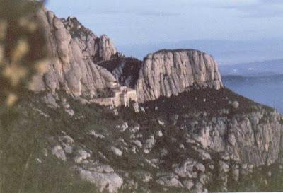 Monasterio en Risco, visto a la vuelta de las Cuevas de las Brujas