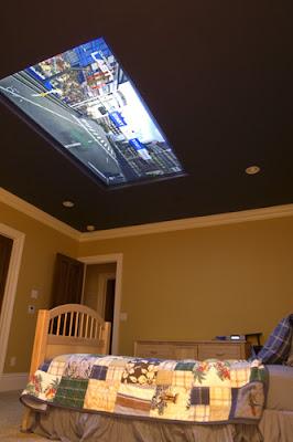 Television 98 pulgadas en el techo