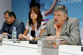 vemos en la Fotografia una Emocionada Alba durante la Conferencia de Prensa y Presentación de Su CD