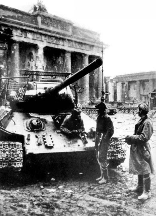 BERLIN. 1945 T-34+68
