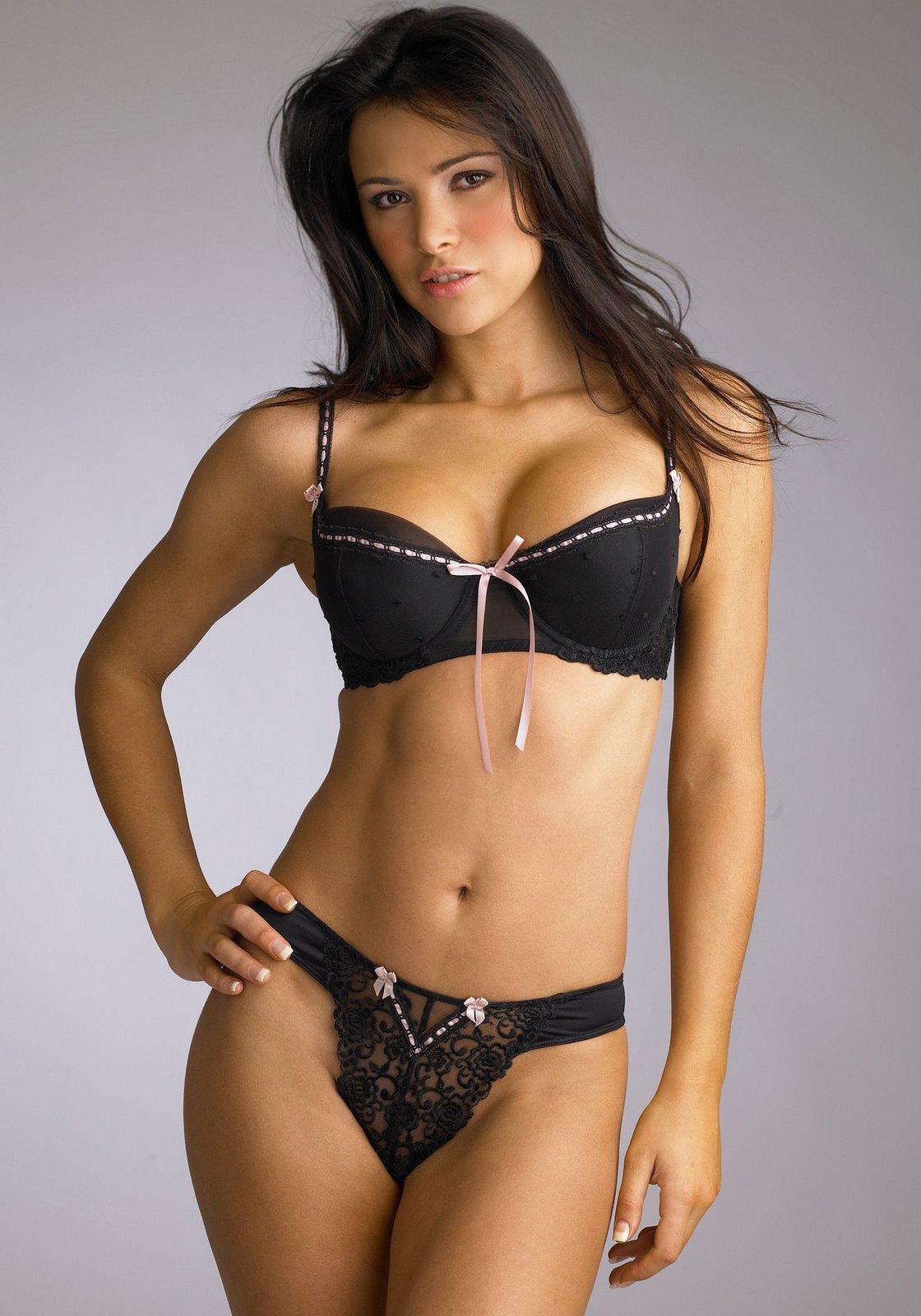 http://1.bp.blogspot.com/_MZeh3uFaOnI/TB86_E23SnI/AAAAAAAAIdo/nmXz8JB9TyA/s1600/20070312-alina.vacariu.hq.02.jpg