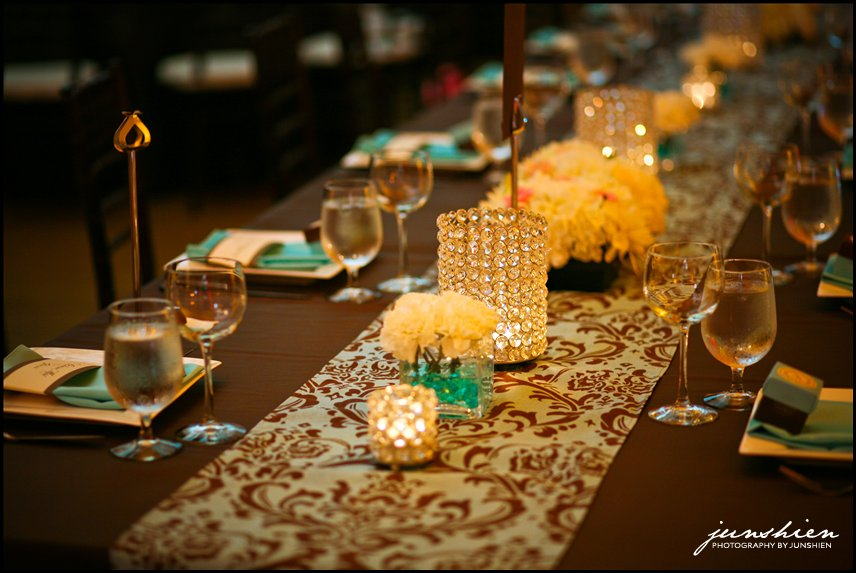 Gynnell 39 s blog they had long banquet tables so i did a for Long table centerpieces