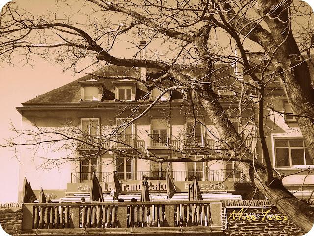 photograff le grand balcon 1. Black Bedroom Furniture Sets. Home Design Ideas