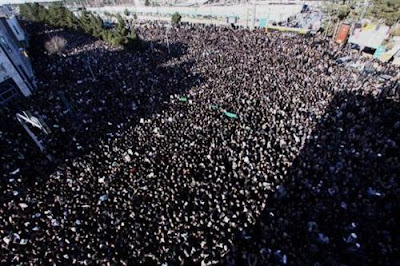 Masses turn out for the funeral of Montazeri in Qom, December 21, 2009