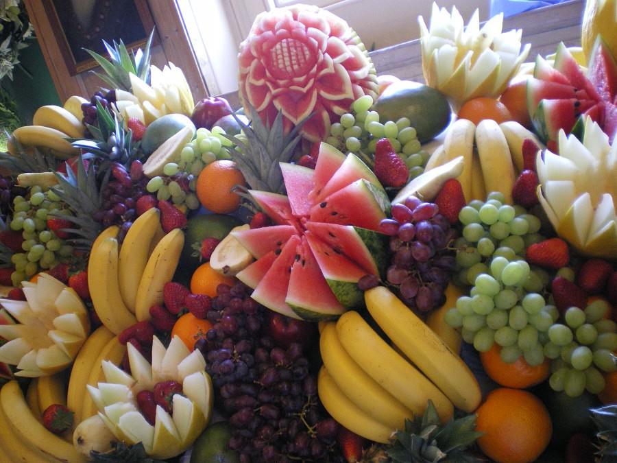 Parents unite carved tropical fruit