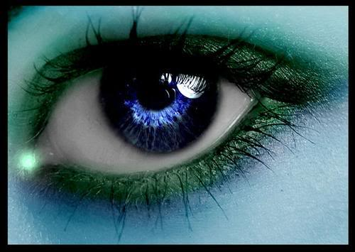 Ojos Verdes Azulados Llorando