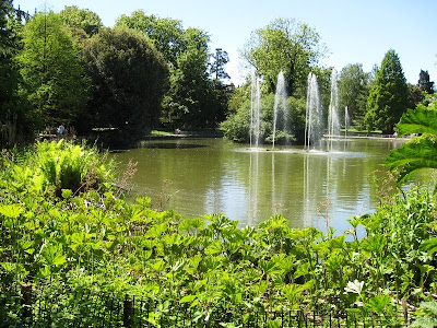 View of the pond and fountains in Jephson Gardens