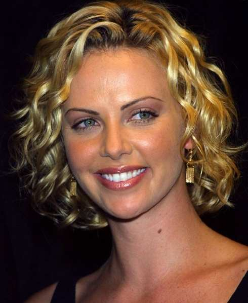 Next Celebrity Hairstyle Fashion: hairstyle for short curly hair