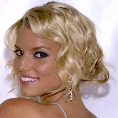 Jessica simpson love to add volume in her hair that makes hairstyle unique