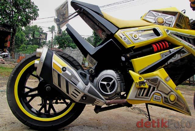 Gambar Modifikasi Yamaha Mio Bumblebee 2010 title=