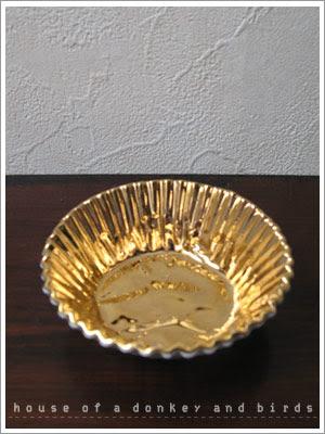 金色の小さい器