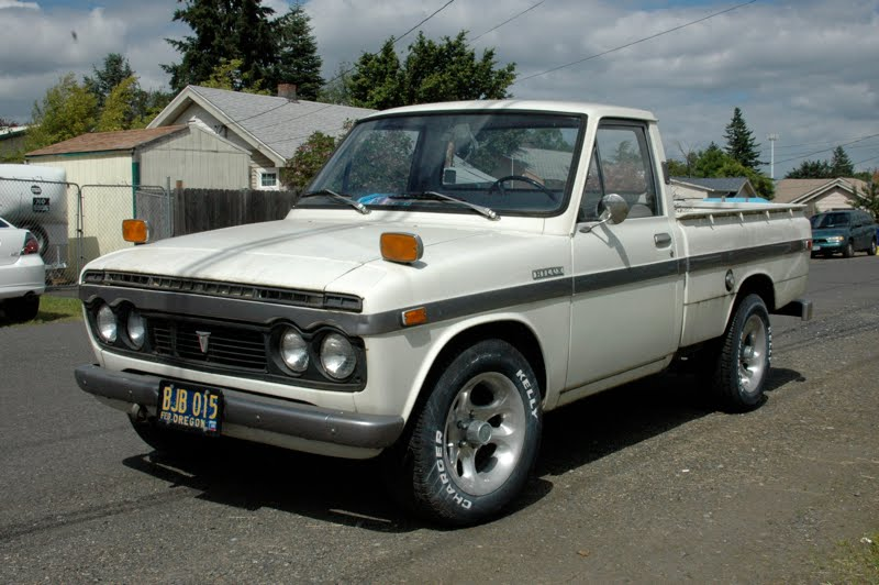 OLD PARKED CARS.: 1971 Toyota Hilux.