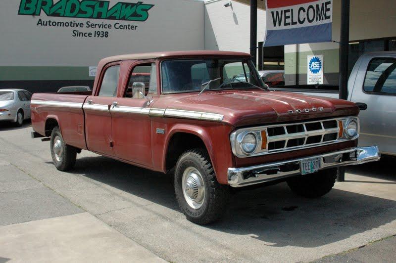 Old Parked Cars 1968 Dodge D200 Camper Special Custom Crew Cab