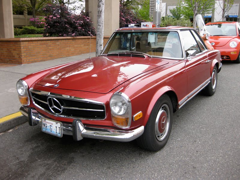Old parked cars 1970 mercedes benz 280sl for 1970 mercedes benz