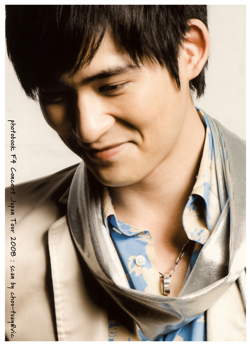 World Artist Center: Vic Zhou is Best Actor
